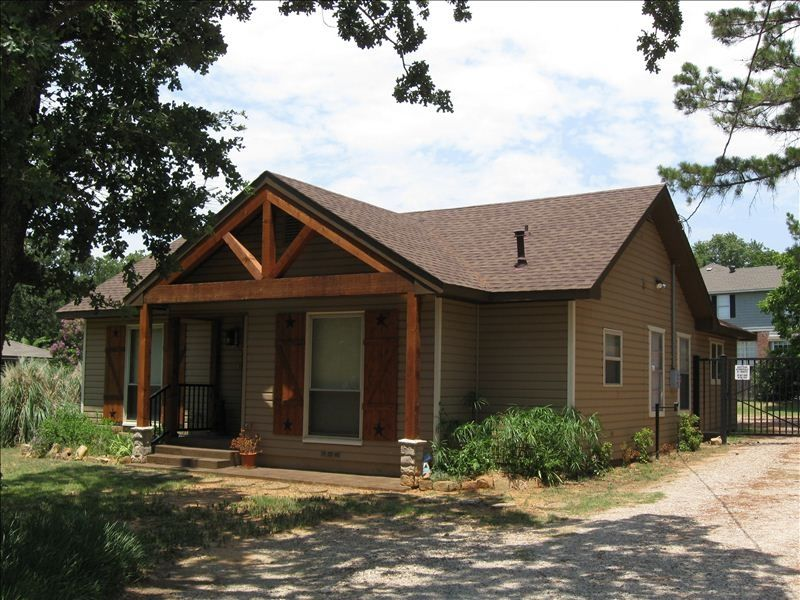 Front of house vacation rental with wi fi hot tub for Lake cabin rentals near dallas