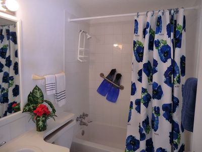 Grand Cayman condo rental - fins and bodies can get clean in the master bath