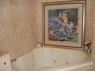 Biloxi condo photo - Large jetted tub.
