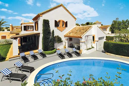 Sunny villa for families with private pool, BBQ, terrace + free Wi-Fi