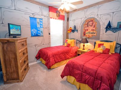 Harry Potter themed twin room #1