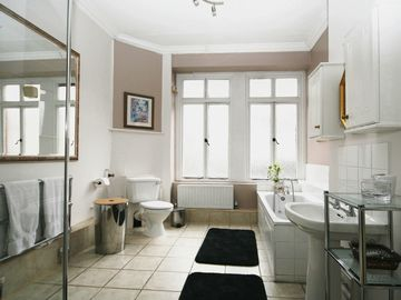 Large Master Bathroom - with shower and bathtub