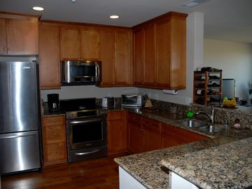 Fully Equipped Kitchen, Granite Counters