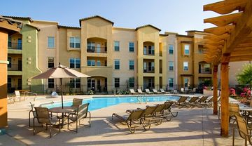 Surprise condo rental - Pool, Spa and Grill Area