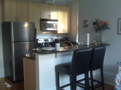 Lexington condo rental - Bright, sunny galley kitchen