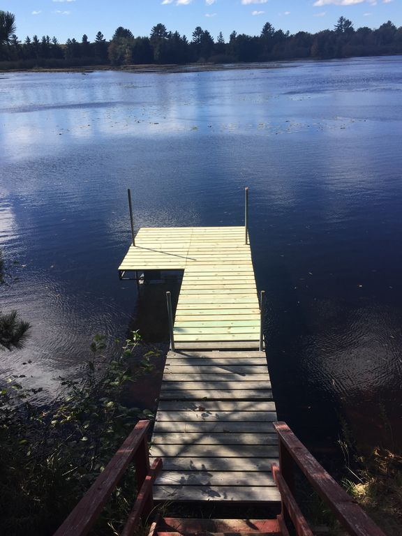 3 Bedroom Cabin on the lake with Recreational trail access