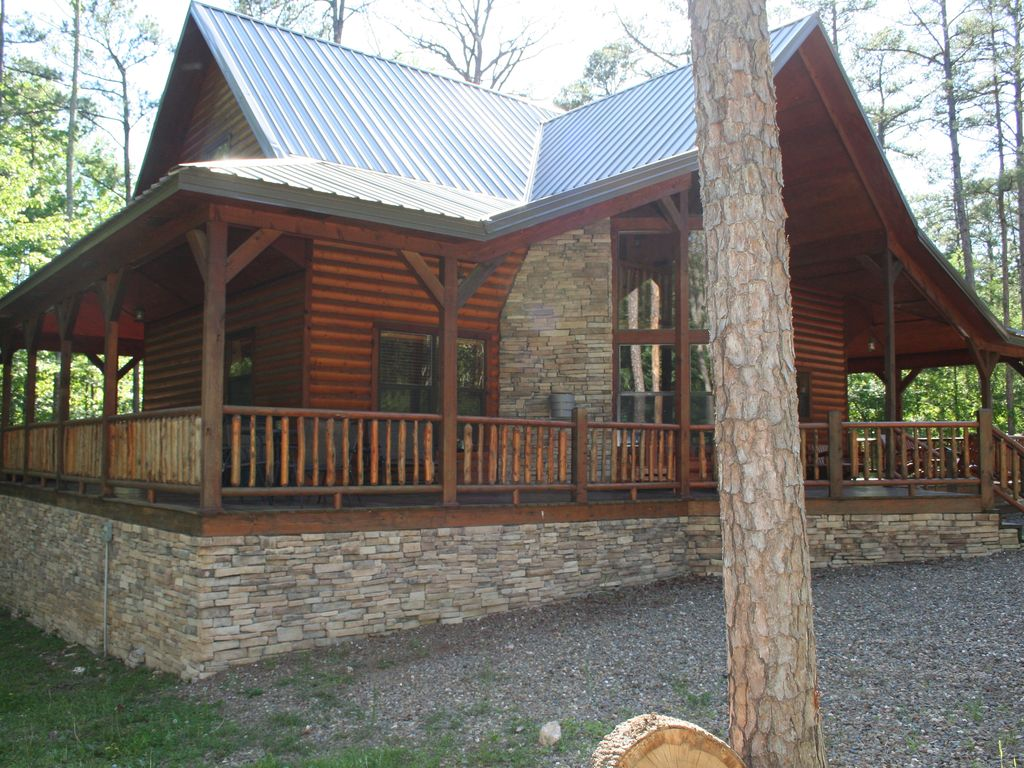 Great log cabin near beavers bend state homeaway for Bend cabin rentals