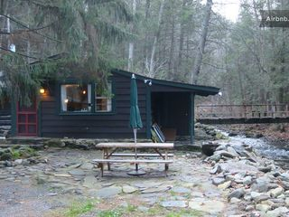 Tannersville cabin photo - Dine by the creek