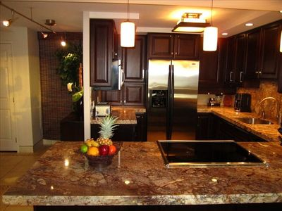 Fully Stocked Gourmet Kitchen ~ Just Bring the Steaks & Wine (or Champagne)!