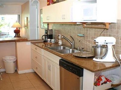 Clearwater Beach house rental - Ktichen with all appliances, breakfast bar