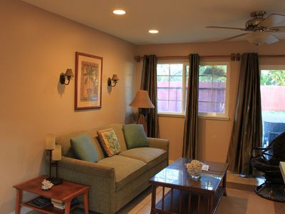 Paia cottage rental - Comfortable island style decor throughout.