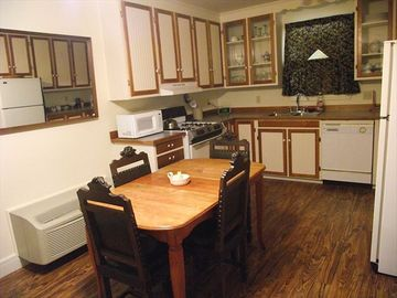 Grape Suite kitchen. Laundry facility available for extended stay guests.