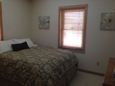 Harbor Springs house rental - Main level queen bedroom