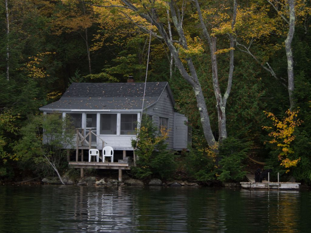 Private three season cabin nestled in woods vrbo for Fishing cabin rentals near me