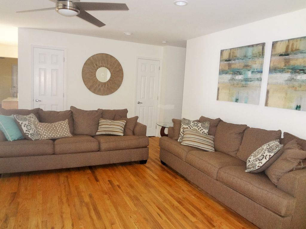 Westhampton vacation rental vrbo 3912947ha 5 br for Living room with lots of seating