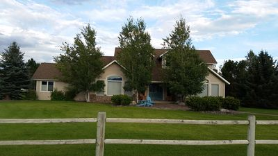 Country Elegance on 1.4 acres, subdivision common access to Yellowstone River