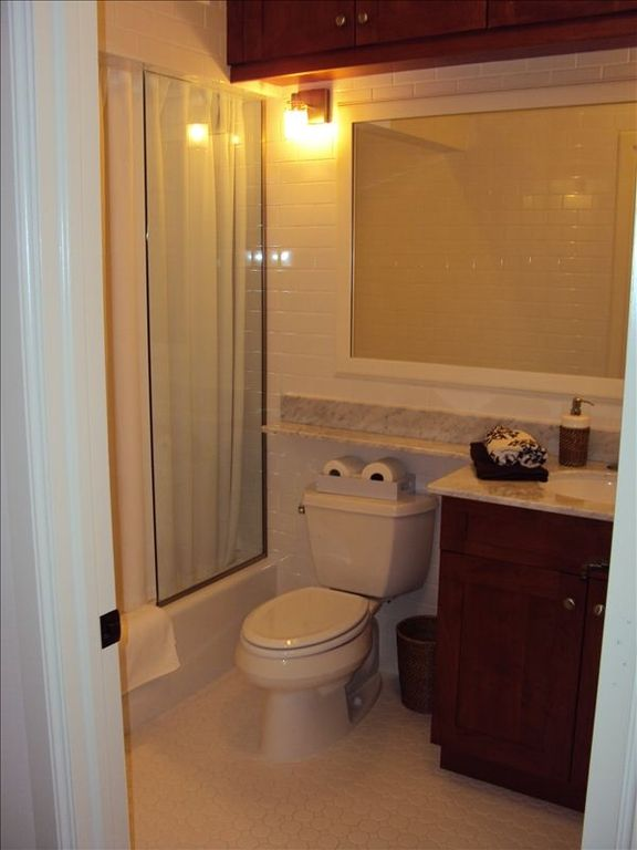 main bathroom with bath, powerfull shower, towels, beach towles, beach chairs