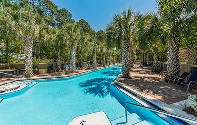 Pet Friendly 4 Bedroom, Community Pool right out back or walk to beach