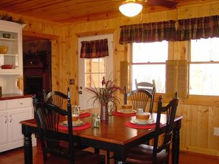 Clayton cabin photo - Dining Table can seat up to 6