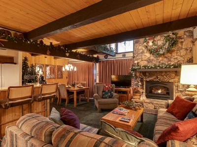 5* RATED TOWNHOUSE NEXT TO SNOW SUMMIT ADVENTURE & BIKE PARK - WALK TO SKI LIFTS