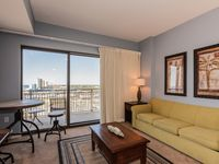 11h-Floor Studio w/ Gulf Views, Private Beach Access, Rooftop Pool & Spa