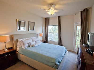 Austin condo rental - Master Bedroom With very comfortable pillow top mattress and luxury linens.