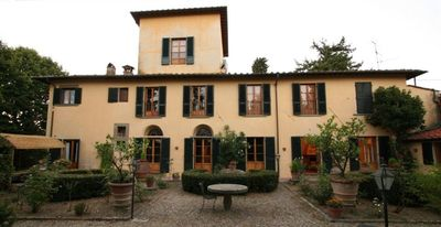 Gavinana - Galluzzo house rental - The view of the villa from its historic florentine garden