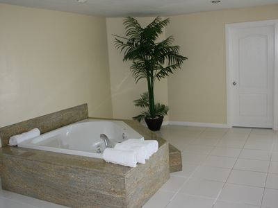 Master Bedroom Tub ( no jacuzzi)