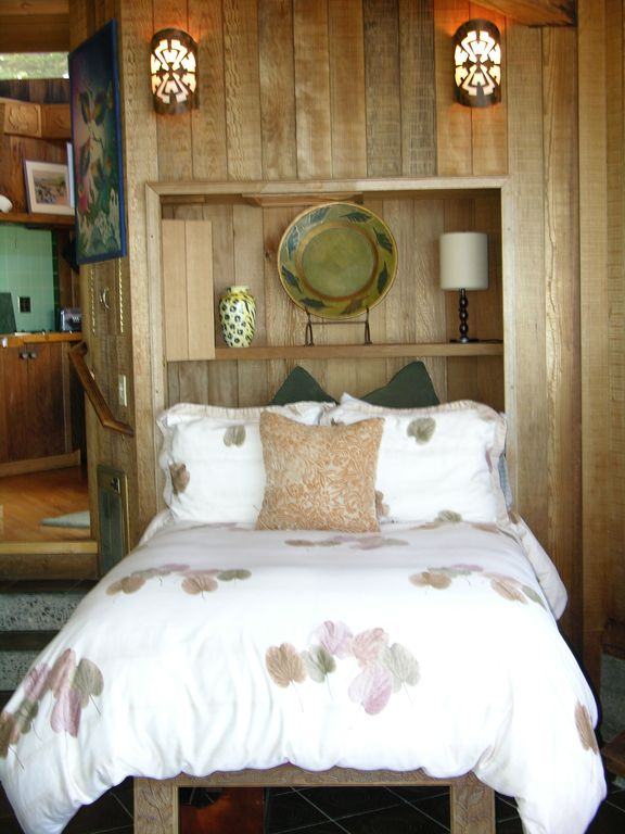 Cozy Platform bed looks out to the ocean. Relax & enjoy the views.