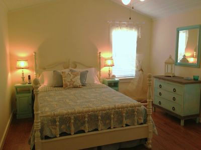 'Tutti-Frutti': Spacious Queen Bedroom!