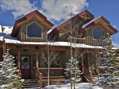 Location and Luxury-Six Minute Walk to the Lift!
