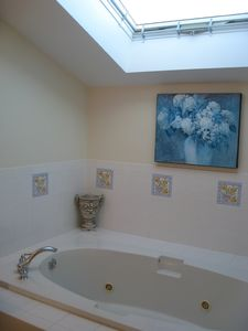 Katama house rental - Jacuzzi tub with skylight