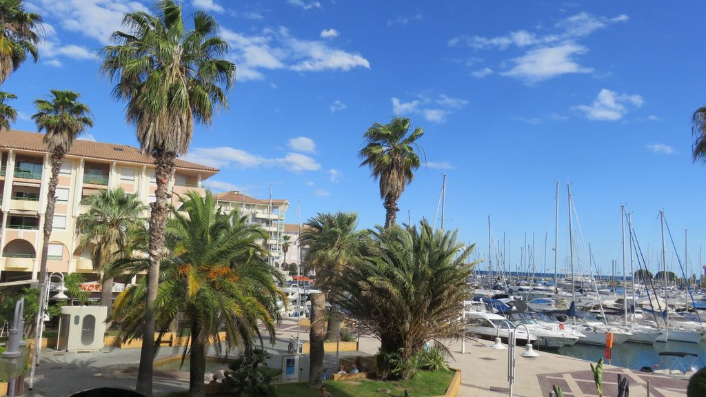 GRAND STUDIO IN PORT-FREJUS - PORT AND SEA VIEW