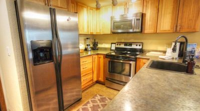 CM116 Copper Mtn Inn - a SkyRun Copper Property - Kitchen - Updated Kitchen with breakfast bar that seats 4