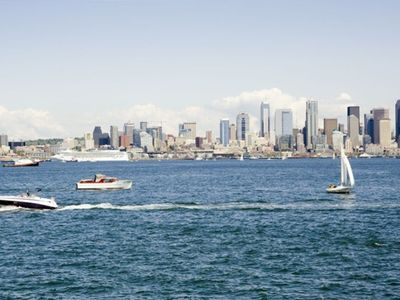 Seattle house rental - Boating in Elliott Bay