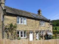 MOMPESSON COTTAGE, pet friendly, with a garden in Eyam, Ref 2285