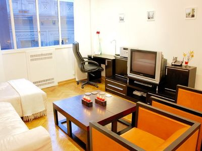 Recoleta apartment rental - Living room area facing entertainment center and business center