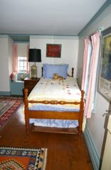Newport house photo - Upstairs single bedroom, ideal for children. The twin bed has a trundle.