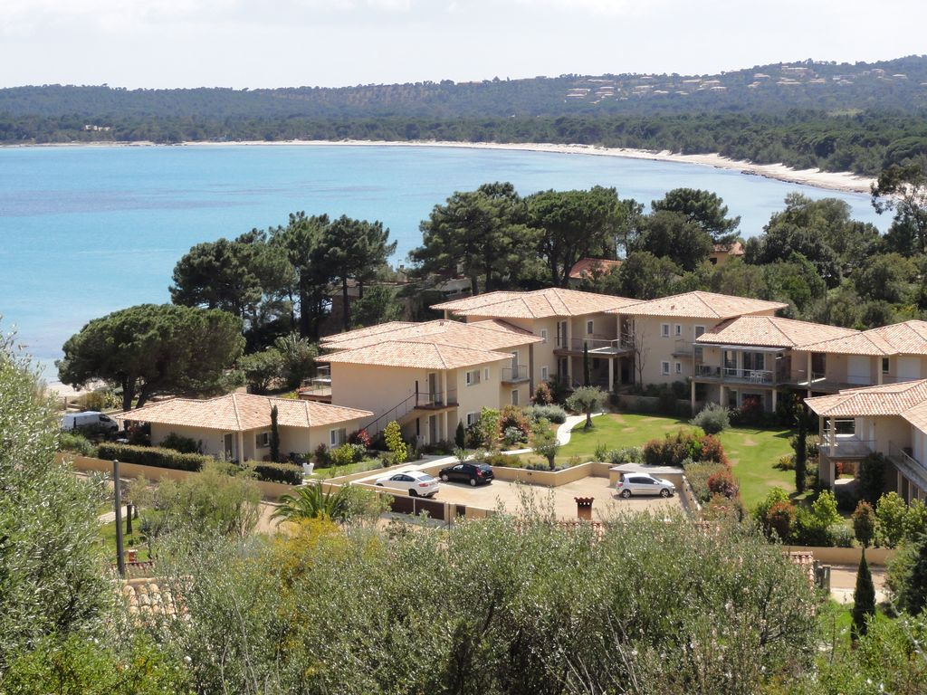 Air-conditioned accommodation, 100 square meters, close to the beach