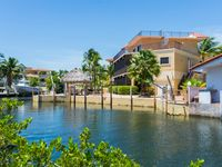 Quiet, Secure, 7 Br Home, Boater's Dream, 100 Ft of Dock, Great for Entertaining