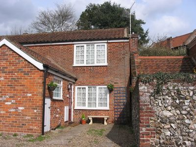 Horning cottage rental - Seymour Cottage and front courtyard garden
