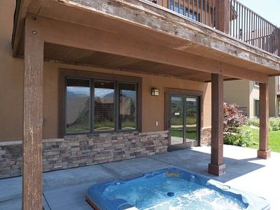 PVT HOT TUB OFF FAM RM W/ VIEW OF MTNS & TRAIL ACCESS