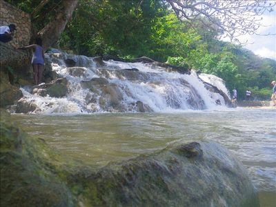 ONE OF JAMAICA'S TROPICAL WATERFALLS...