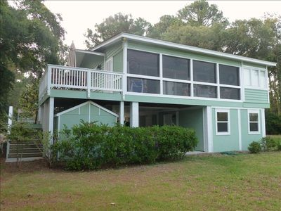 Large screen porch & outside deck Lower level w/separate entry 2 bedrm 1bath