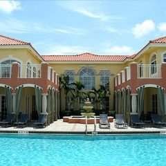 Palm Beach Gardens condo photo - Luxurious Pool and lounging area