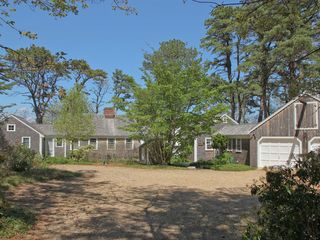 Vineyard Haven house photo - This cozy cape-style house is all on one floor.