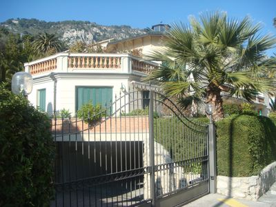 Small secure gated domain - 6 apartments
