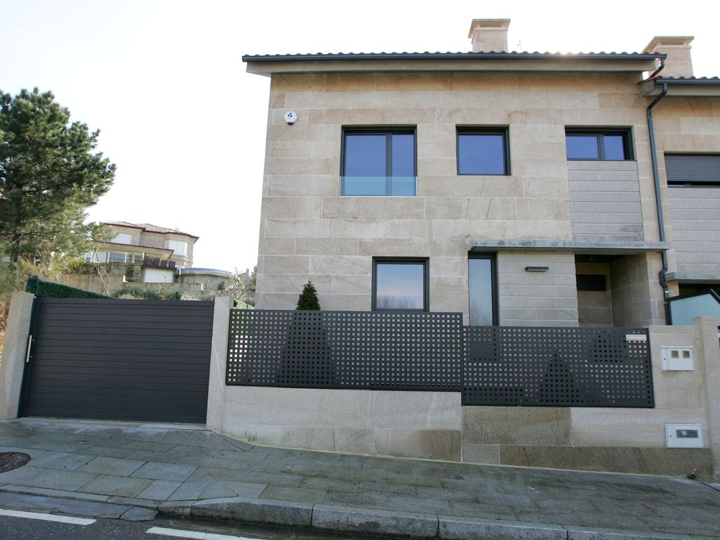 Townhouse with private pool 50 meters from the beach