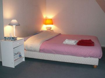 9th Arrondissement Opera apartment rental - Upstairs Bed