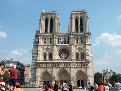 Notre Dame de Paris 2 minutes walk from your studio